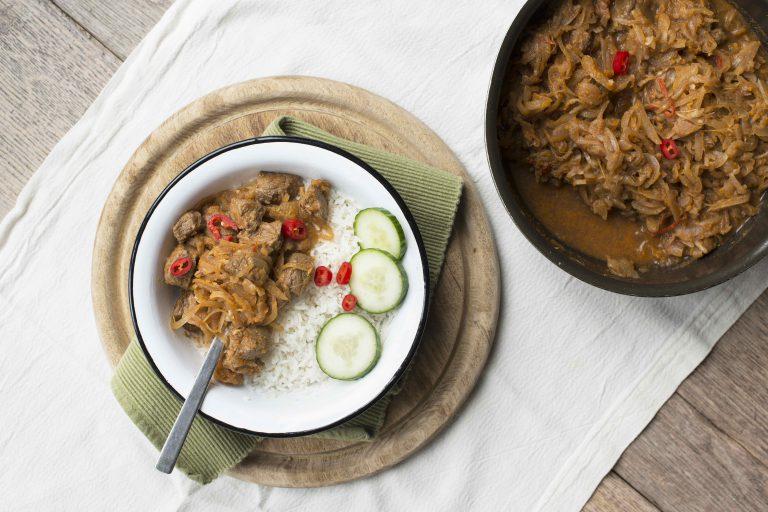 Indisch stoofvlees met ui