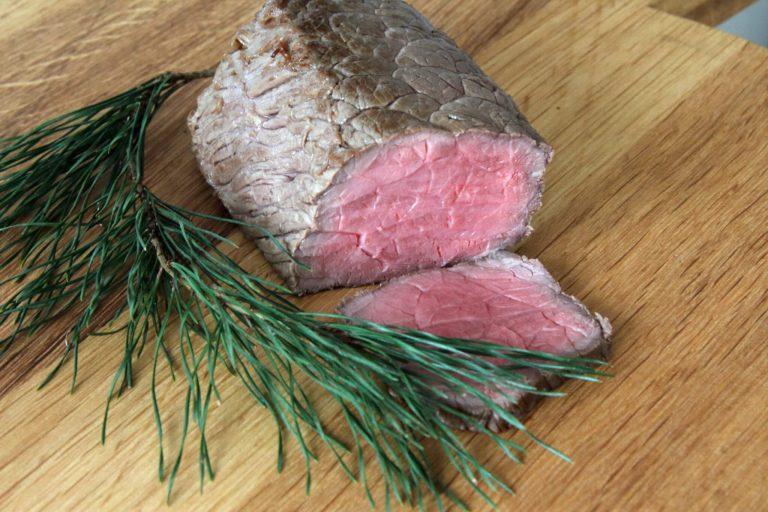 Limousin braadstuk met dennennaalden